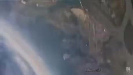 Camera survives fall from 6km (20k feet). .. Some things we never made to repost.